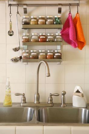 hanging-spice-rack-storing-organizer